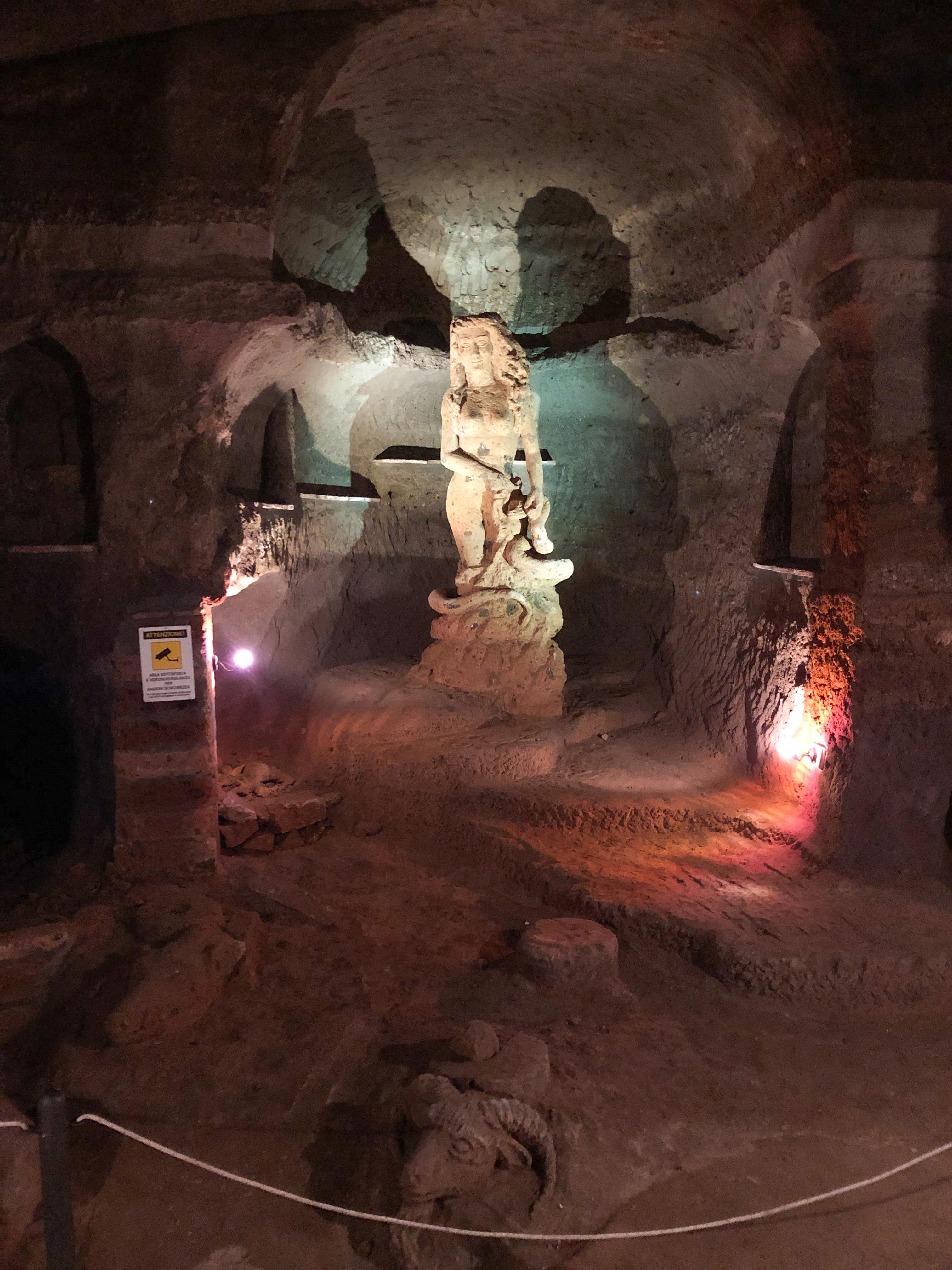 Casale Management - Food - Travel - Italia - Italy - Umbria - Orvieto - Il Labirinto di Adriano - Pranzo - Cena - Statua labirinto