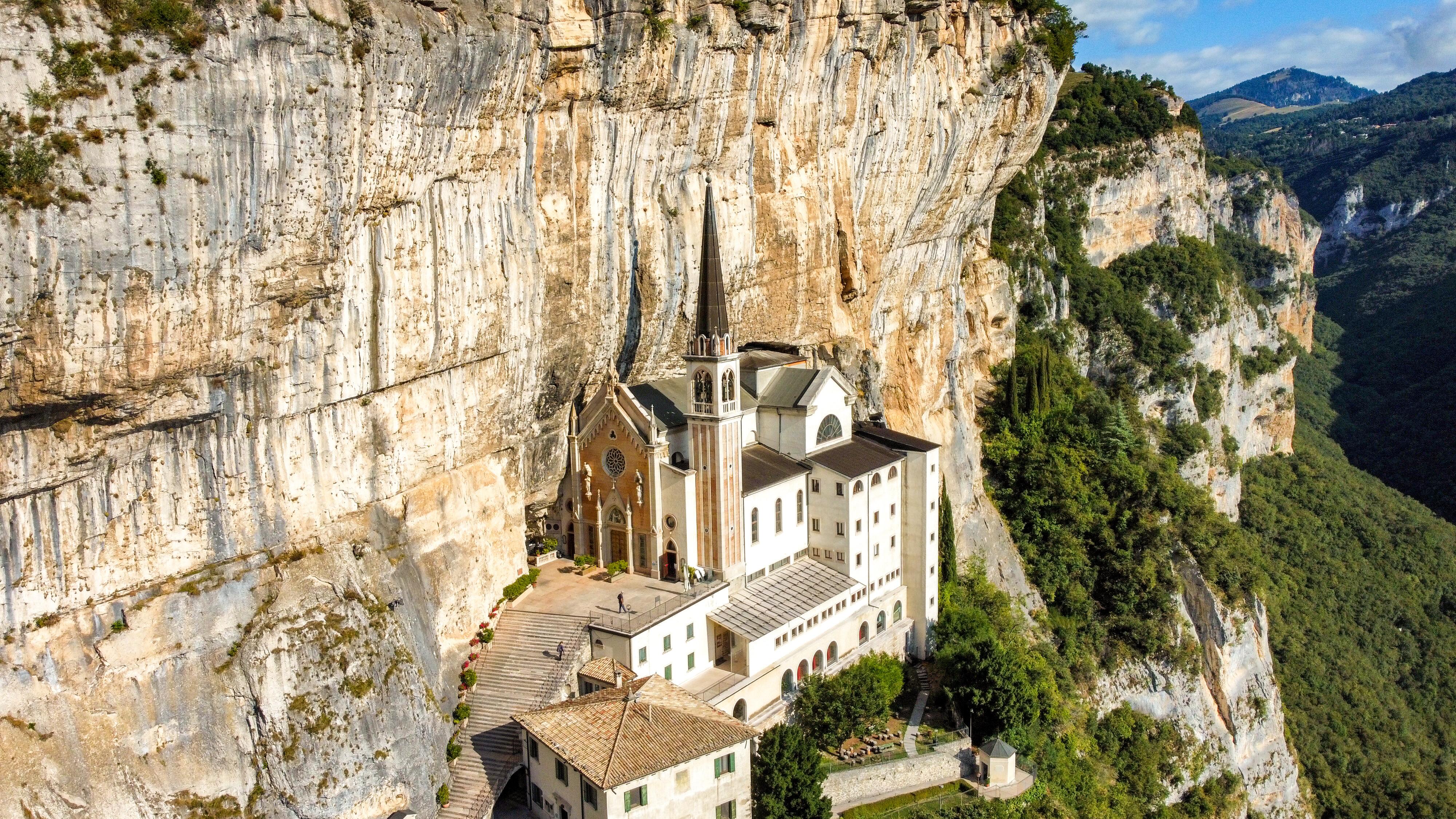 Italia - Italy - Casale Management - Travel - Ferrara di Monte Baldo - Verona - Lago di Garda - Santuario Madonna della Corona - Cover - Header