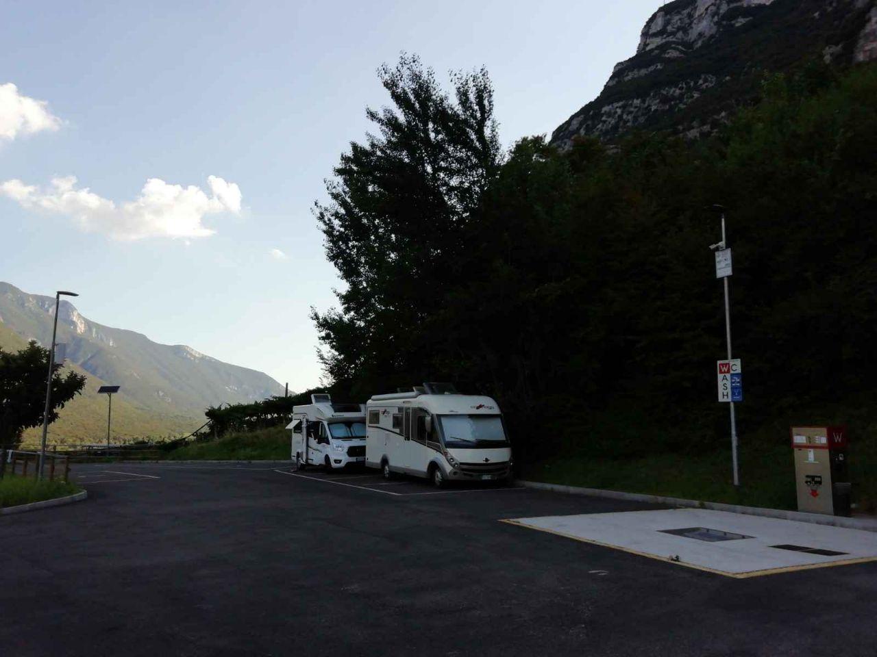 Italia - Italy - Casale Management - Travel - Veneto - Ferrara di Monte Baldo - Verona - Lago di Garda - Santuario Madonna della Corona - Area Sosta Camper Brentino Belluno