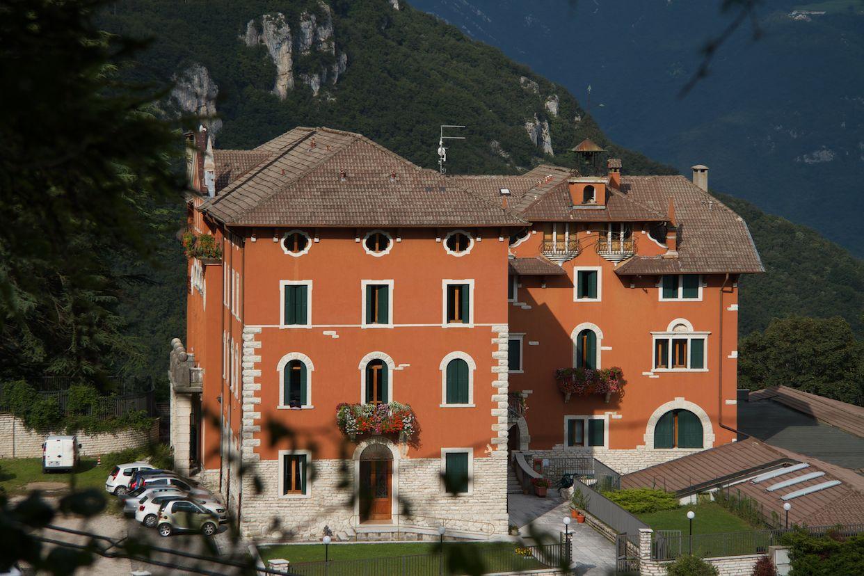 Italia - Italy - Casale Management - Travel - Veneto - Ferrara di Monte Baldo - Verona - Lago di Garda - Santuario Madonna della Corona - Hotel Residenza Stella Alpina