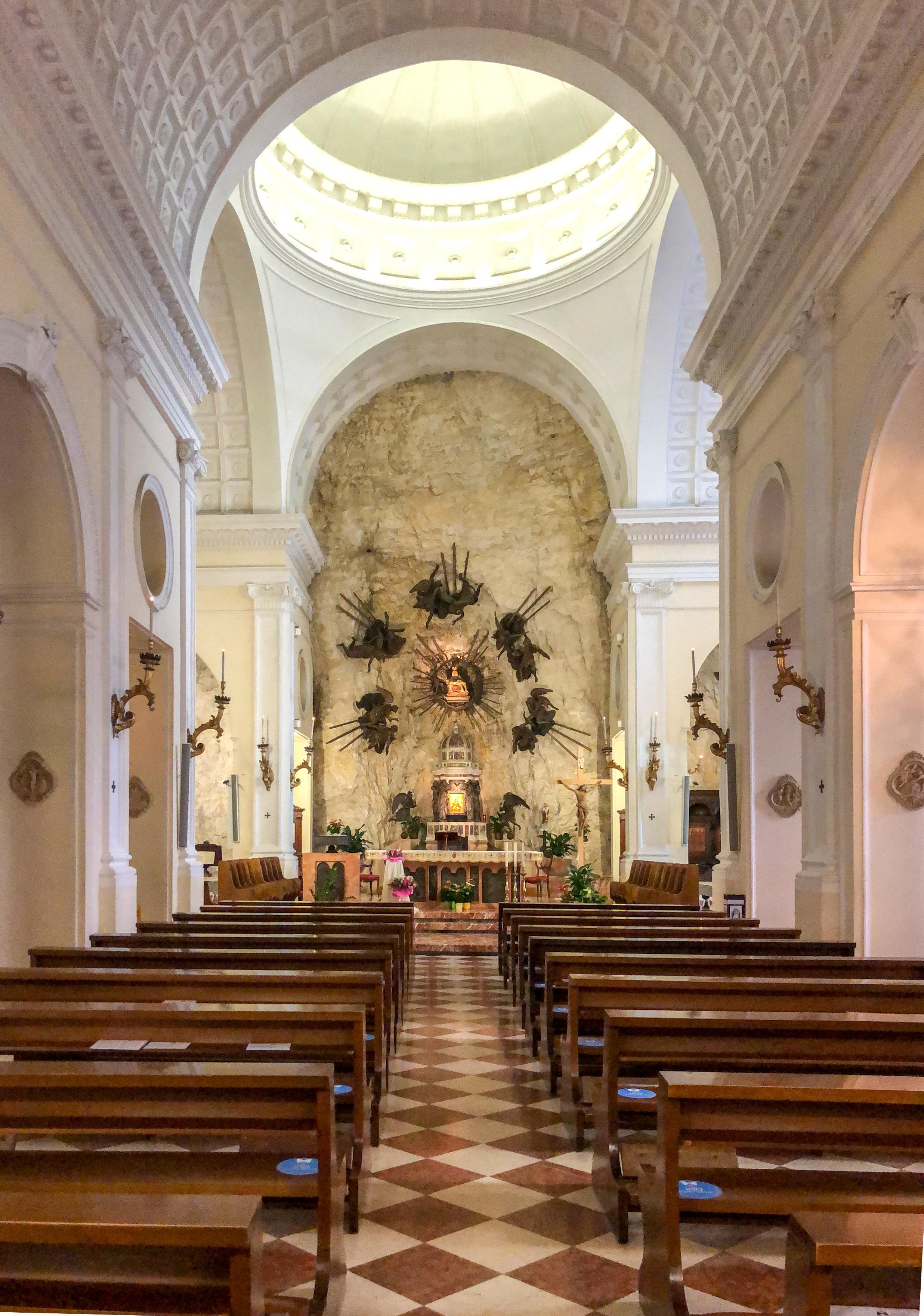 Italia - Italy - Casale Management - Travel - Veneto - Ferrara di Monte Baldo - Verona - Lago di Garda - Santuario Madonna della Corona - Interno del Santuario